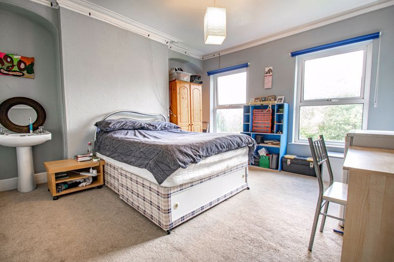 6 bed house for sale in Worcester Road 8