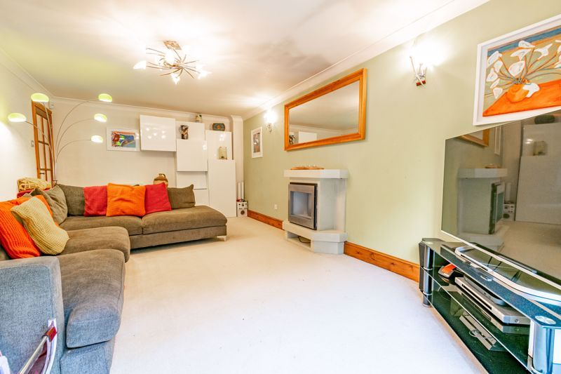 4 bed house for sale in Roman Way 2