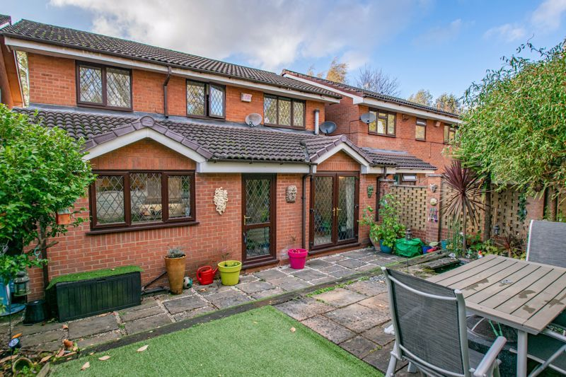 4 bed house for sale in Roman Way 14