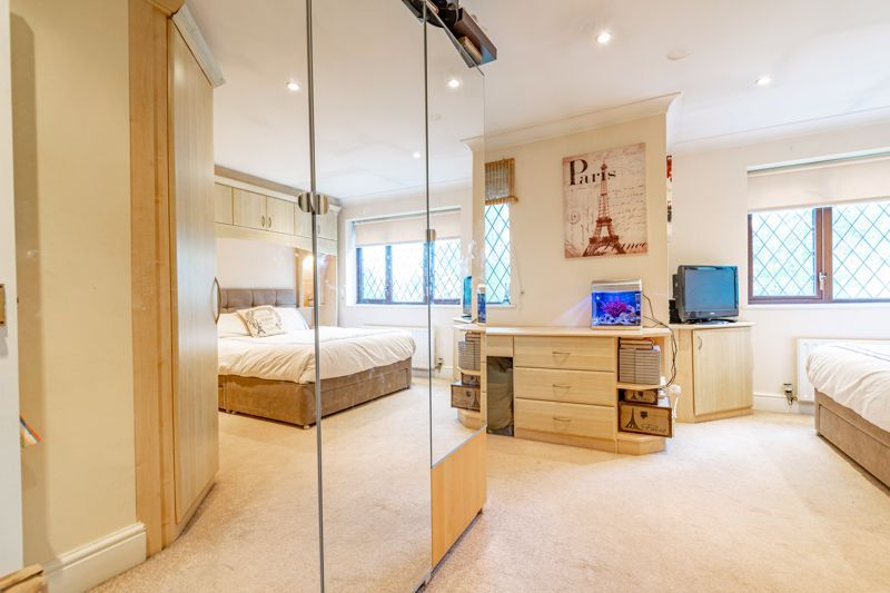 4 bed house for sale in Roman Way 15