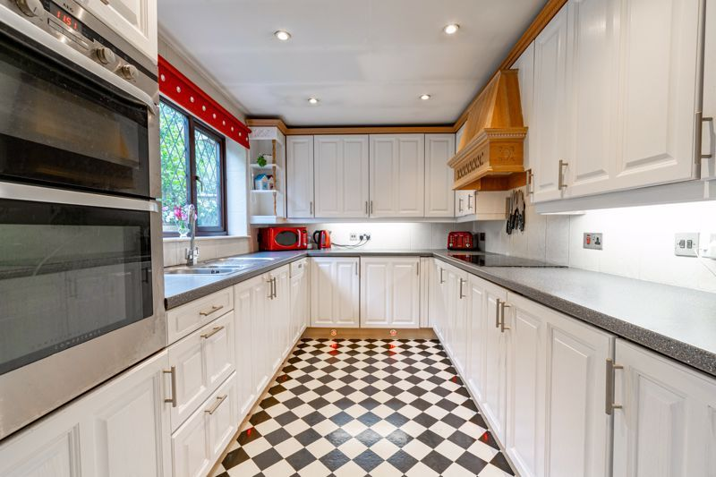 4 bed house for sale in Roman Way  - Property Image 5