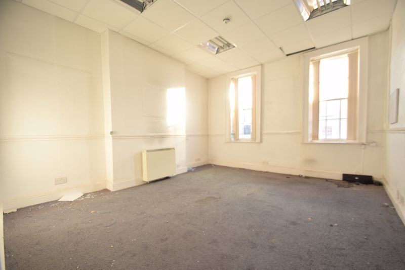 6 bed flat to rent in High Street 3