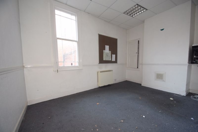 6 bed flat to rent in High Street 4