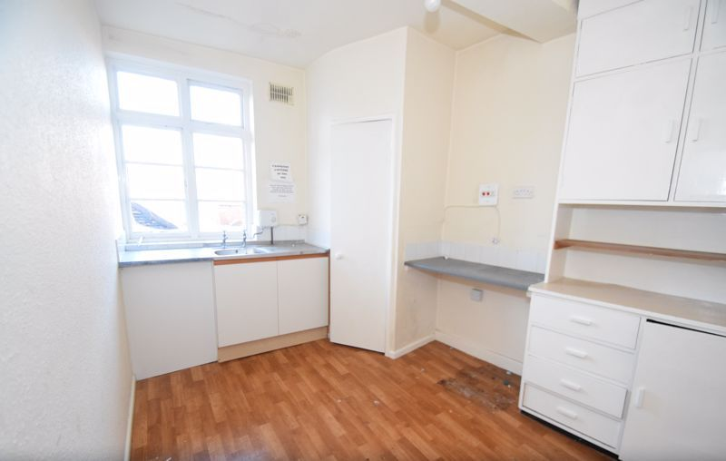 6 bed flat to rent in High Street 6