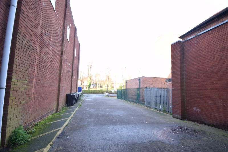 6 bed flat to rent in High Street 8