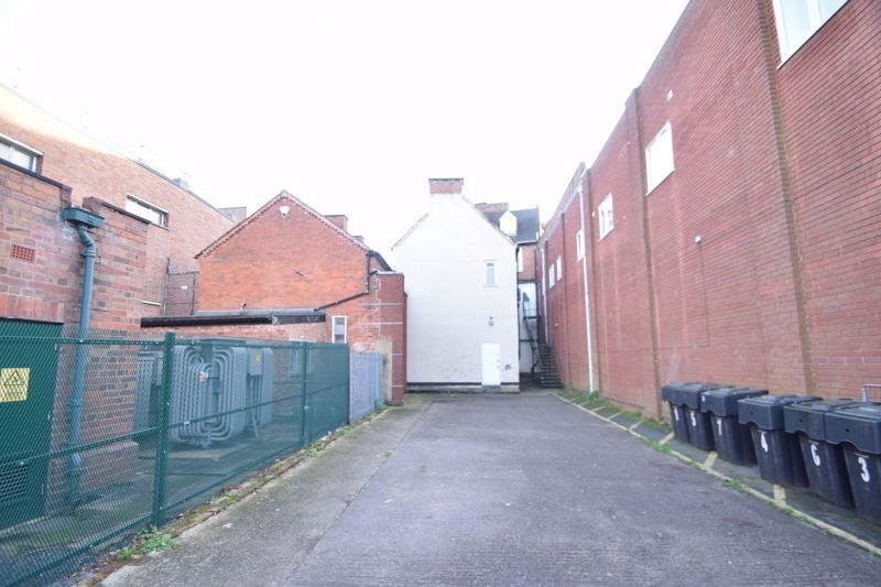 6 bed flat to rent in High Street 9