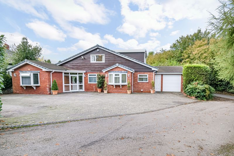 4 bed bungalow for sale in Alcester Road - Property Image 1