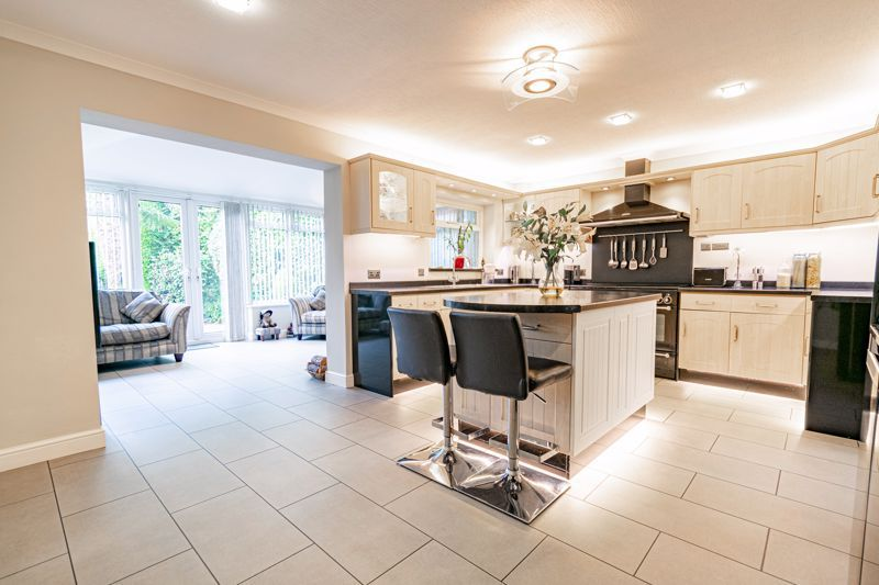 4 bed bungalow for sale in Alcester Road 4