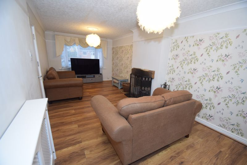 5 bed house to rent in Forge Mill Road  - Property Image 3