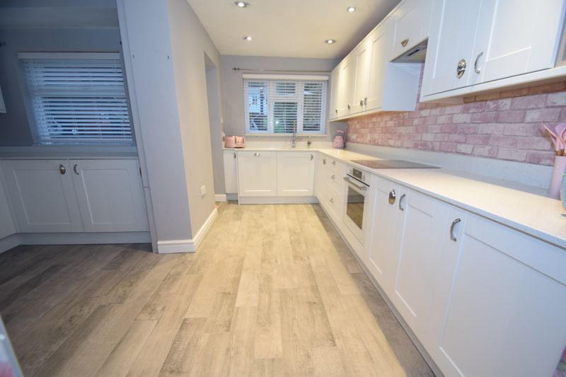 5 bed house to rent in Forge Mill Road 4