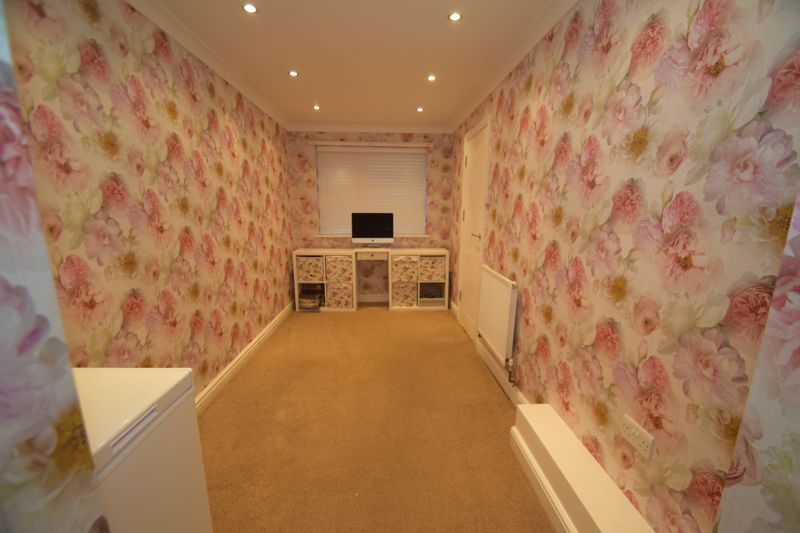 5 bed house to rent in Forge Mill Road  - Property Image 7