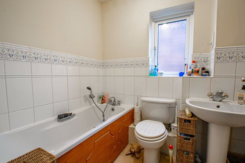 4 bed house for sale in Appletrees Crescent 11