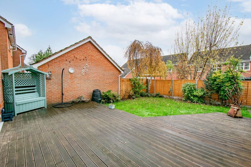 4 bed house for sale in Appletrees Crescent 12