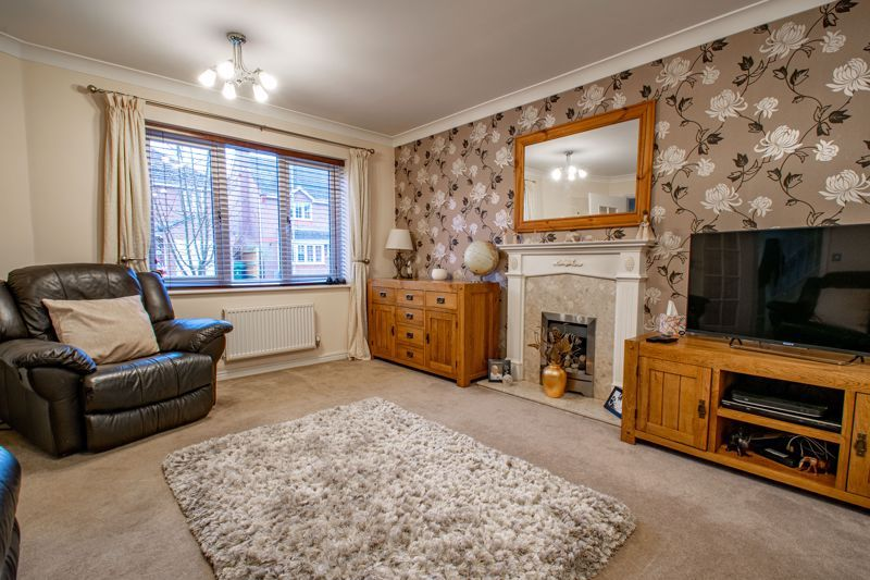 4 bed house for sale in Appletrees Crescent 14
