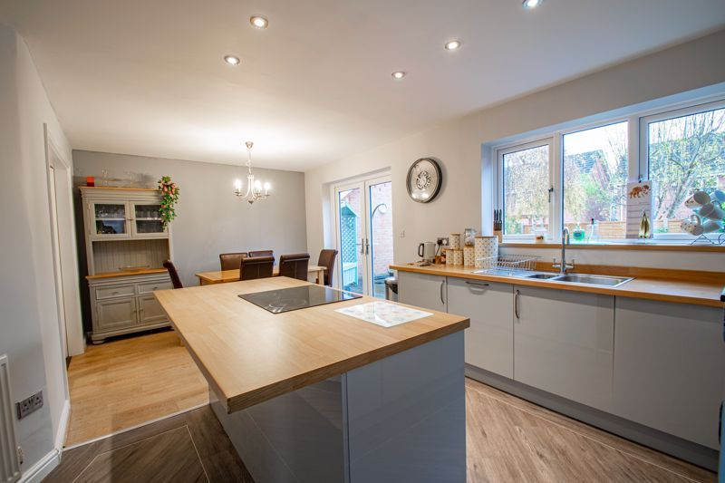 4 bed house for sale in Appletrees Crescent 3