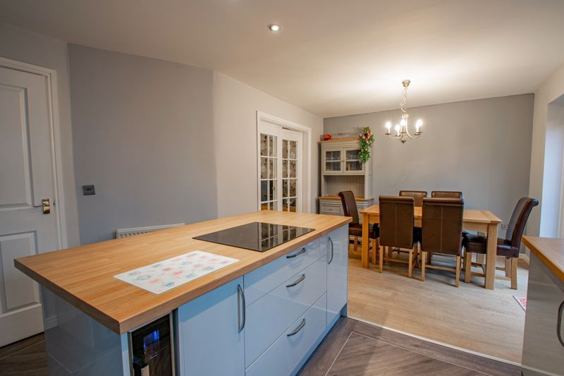 4 bed house for sale in Appletrees Crescent  - Property Image 4