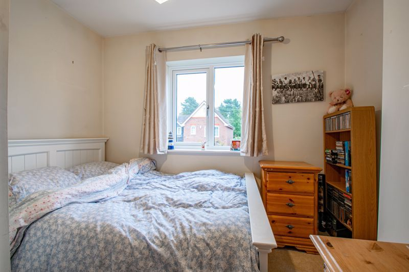 4 bed house for sale in Appletrees Crescent 9