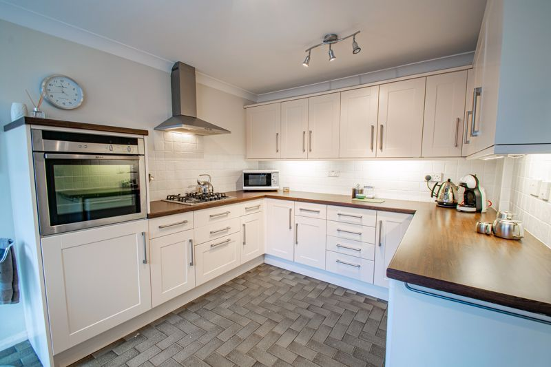 3 bed cottage for sale in Fairfield Road 5