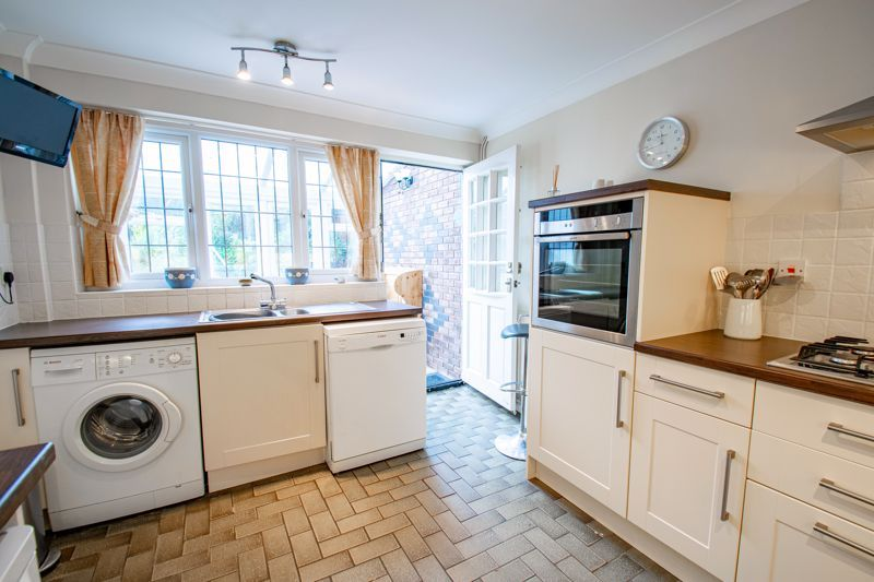 3 bed cottage for sale in Fairfield Road 6
