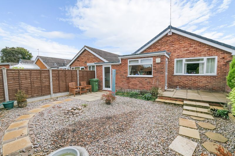 2 bed bungalow for sale in Hungerford Road 13