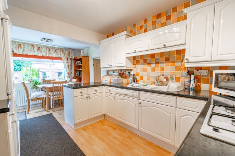 2 bed bungalow for sale in Hungerford Road 4