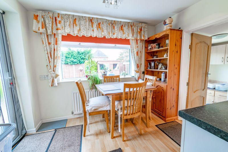 2 bed bungalow for sale in Hungerford Road 6