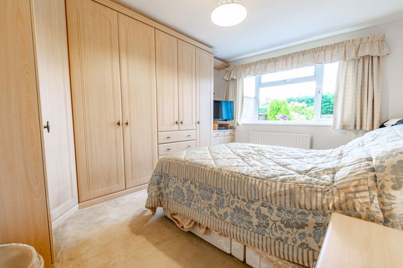 2 bed bungalow for sale in Hungerford Road 10