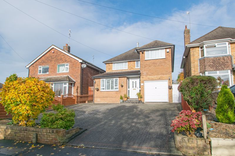 5 bed house for sale in Longlands Road - Property Image 1