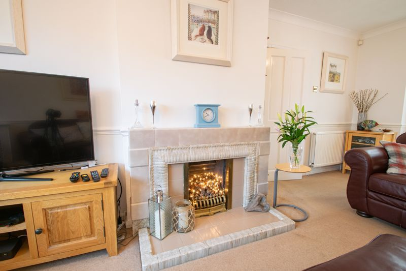 5 bed house for sale in Longlands Road  - Property Image 3