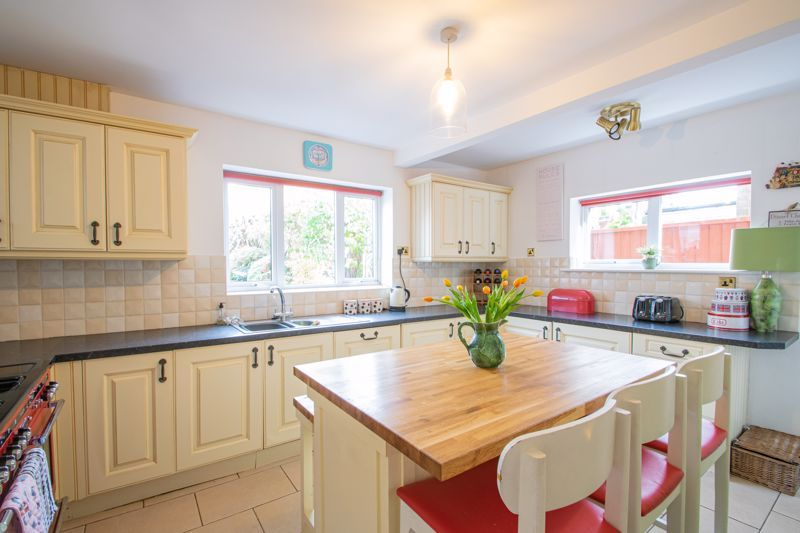 5 bed house for sale in Longlands Road 5