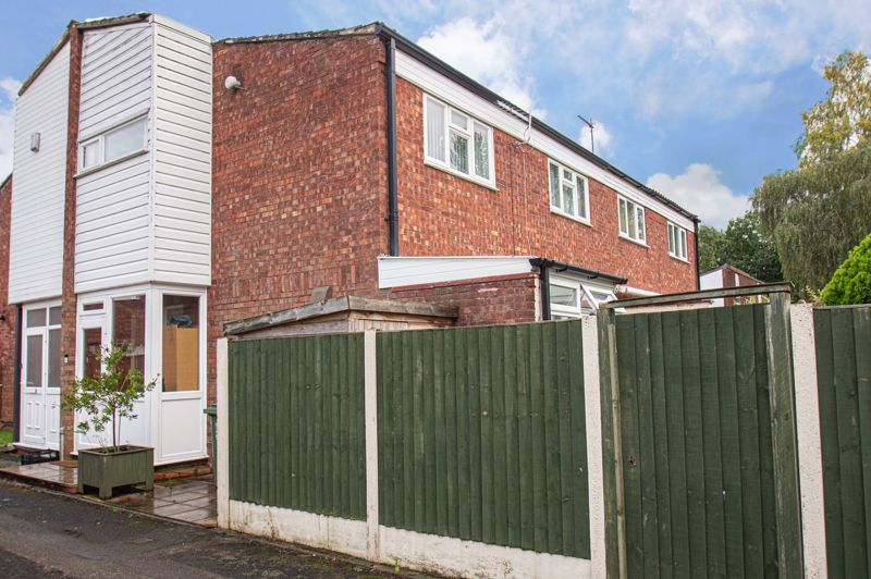 3 bed house for sale in Pembridge Close 1