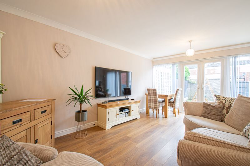 3 bed house for sale in Pembridge Close 2