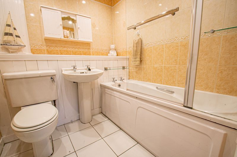 3 bed house for sale in Pembridge Close 10
