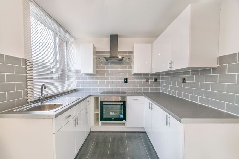 3 bed house for sale in Fulbrook Close 2
