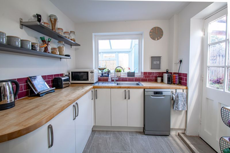 3 bed house for sale in Littleheath Lane 6