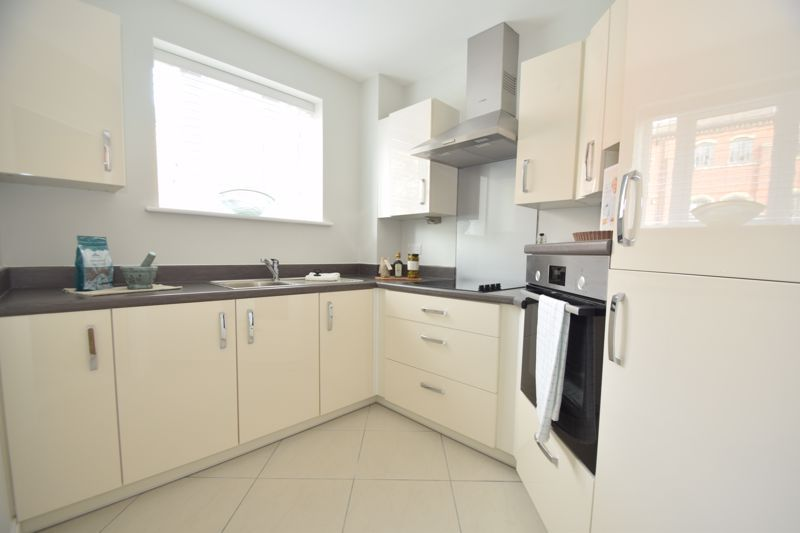 1 bed  to rent in Clive Road  - Property Image 8
