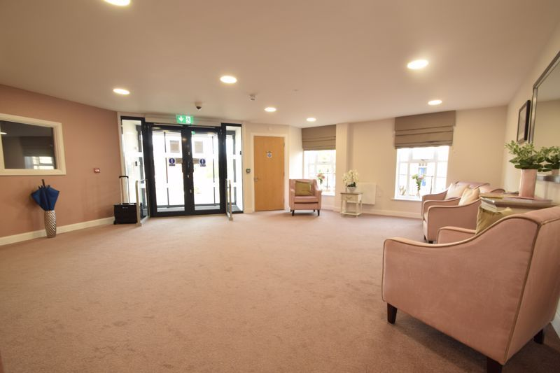 2 bed  to rent in Clive Road  - Property Image 12