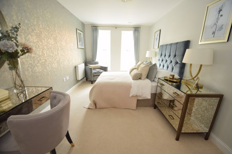 2 bed  to rent in Clive Road 3