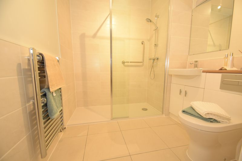 2 bed  to rent in Clive Road 6
