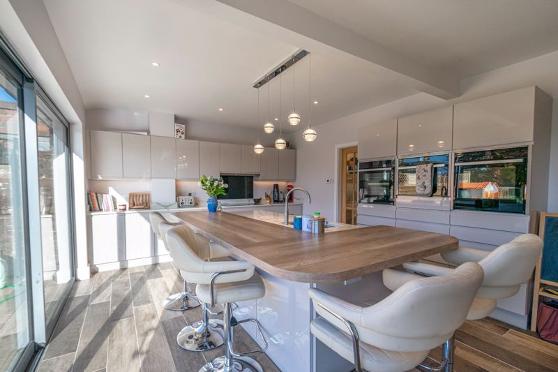 5 bed house for sale in Redditch Road  - Property Image 2