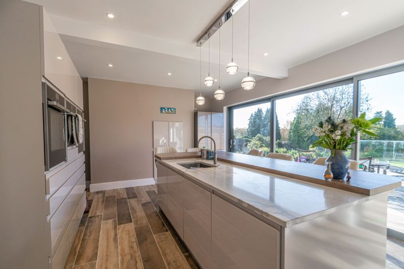 5 bed house for sale in Redditch Road 3