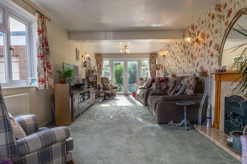 4 bed house for sale in Tennyson Road  - Property Image 2