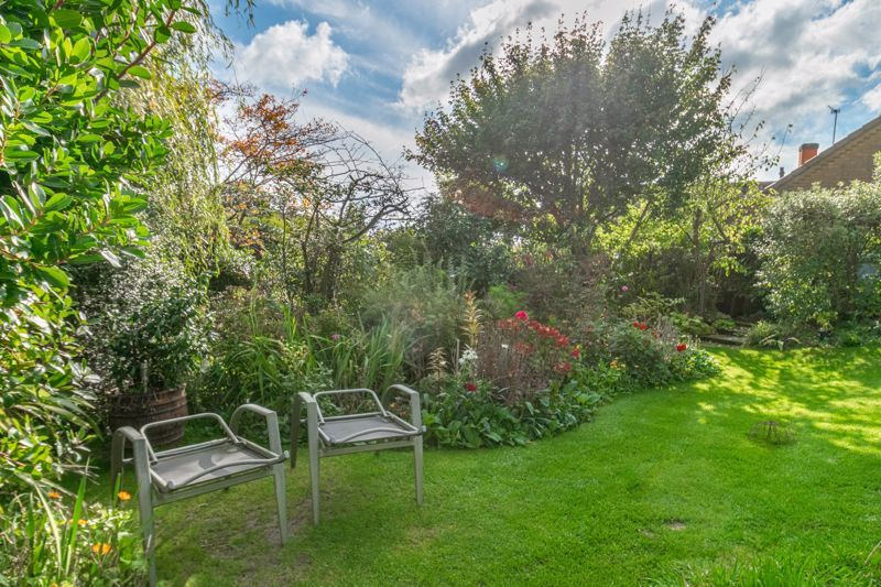 4 bed house for sale in Tennyson Road 14