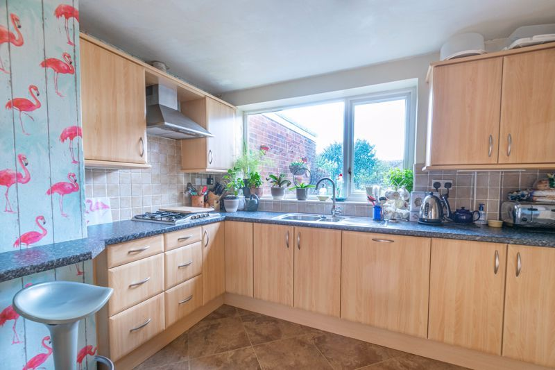 4 bed house for sale in Tennyson Road  - Property Image 15
