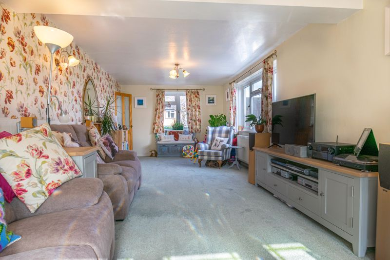 4 bed house for sale in Tennyson Road 4