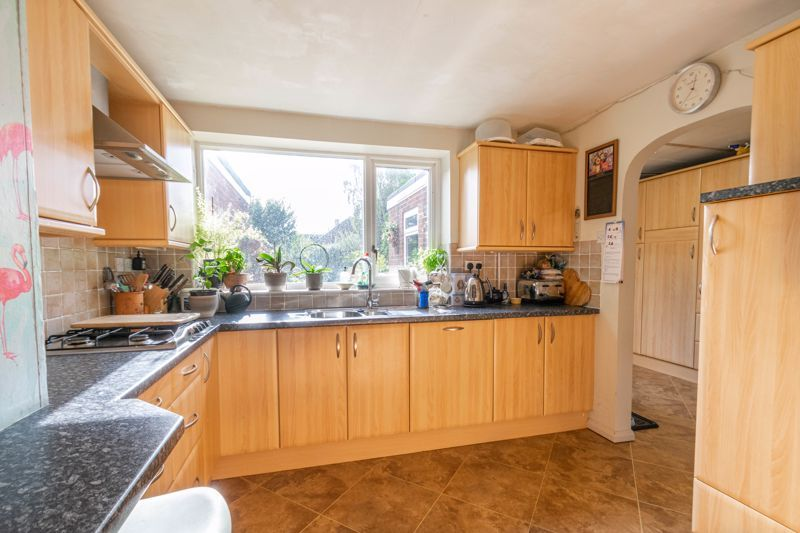4 bed house for sale in Tennyson Road  - Property Image 6