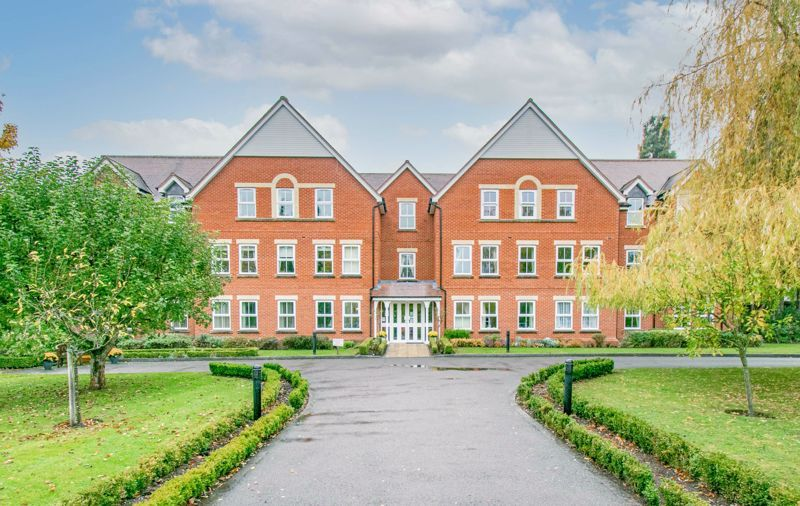 2 bed flat for sale in College Road 1