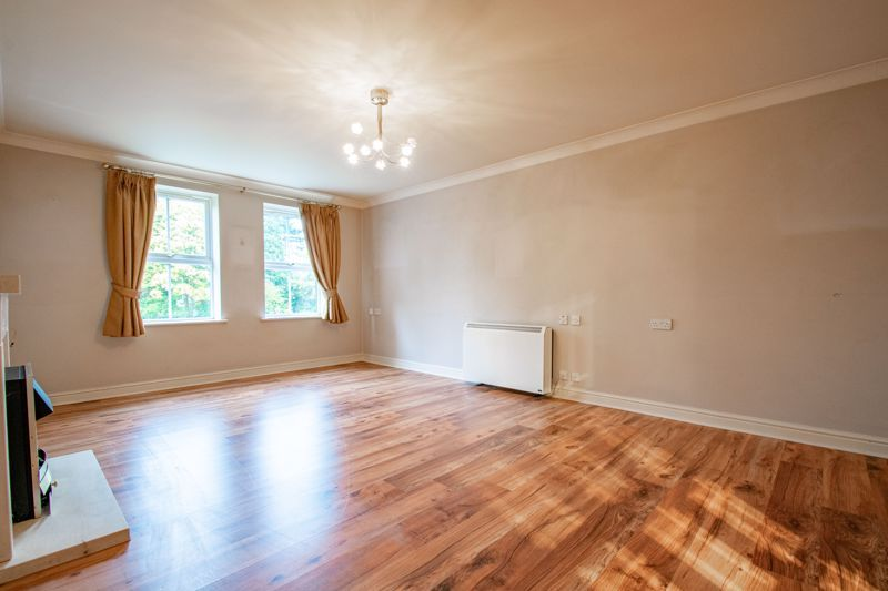 2 bed flat for sale in College Road 5