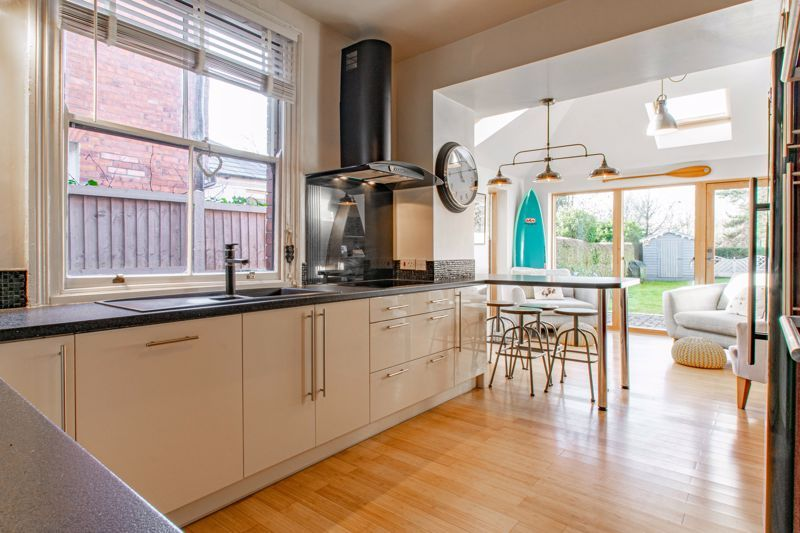 4 bed house for sale in Stourbridge Road 5