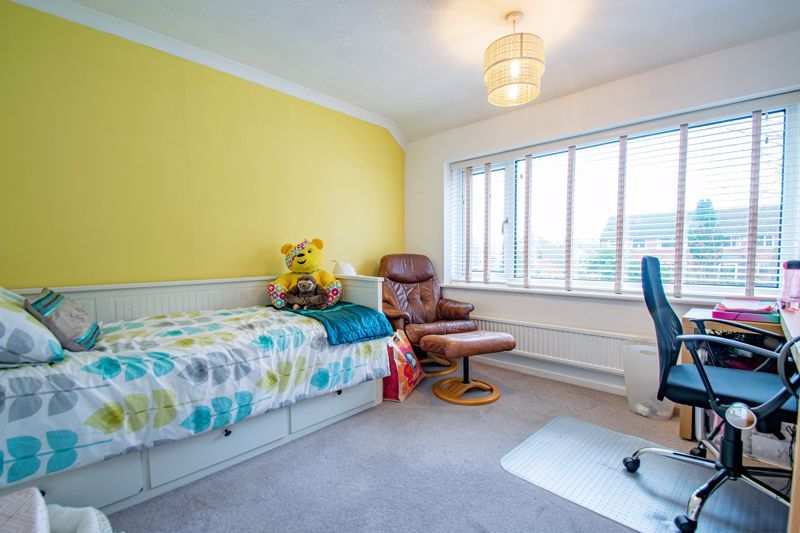3 bed house for sale in Drew Crescent 9